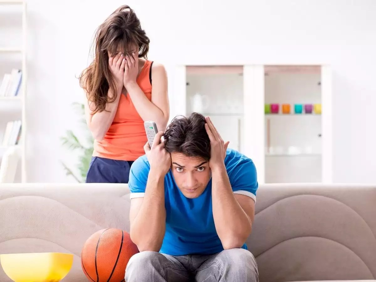7 signs your partner is controlling  | The Times of India