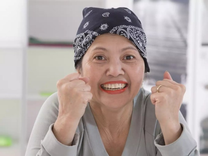65-year-old woman to donate her hair to cancer survivors