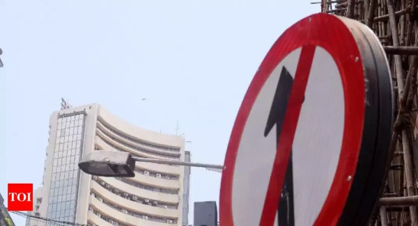 Markets snap 6-day winning streak as Sensex falls over 300 points; Infosys tanks 16% - Times of India