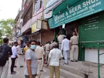Tax on Liquor in Delhi: Delhi govt imposes 70% 'special corona fee ...