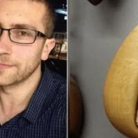 Un hombre le da a su novia un collar, 2 años después ella grita cuando se da cuenta de lo que hay dentro