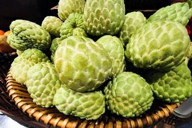 Fruta do conde: 10 benefícios para a saúde e como consumir