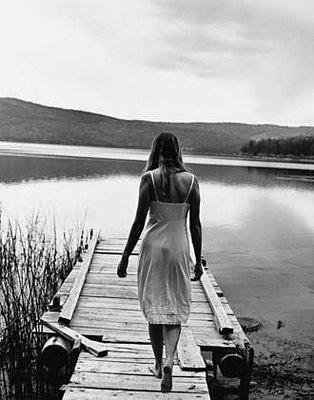 Resultado de imagem para imagens de mulheres em preto e branco