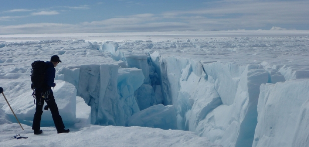 There are 6 invisible structures hidden beneath Greenland's ice sheet 01   TweakTown.com