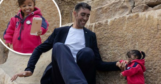 The Worlds Tallest Man Met The Worlds Shortest Woman In