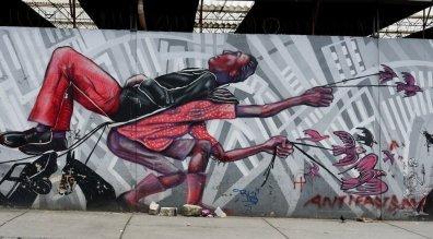 Streetart Bogota Carry