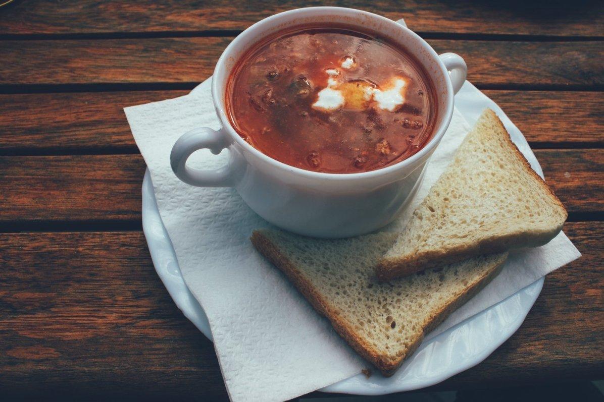 Soljanka, eine Suppe aus Paprika und Tomaten...