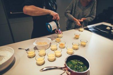 Crème Brûlée mit Zitronengras und Tonic-Espum