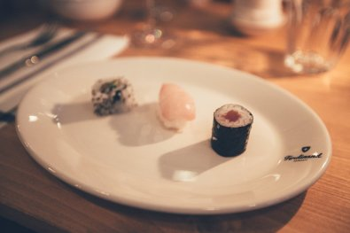 Sushi mit Fisch und Gemüse