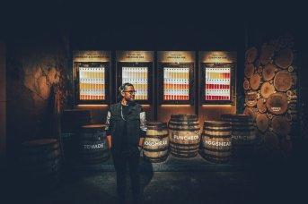 Über die Jahre gewinnt der Scotch an Farbe verliert aber auch Fassvolumen durch Verdunstung
