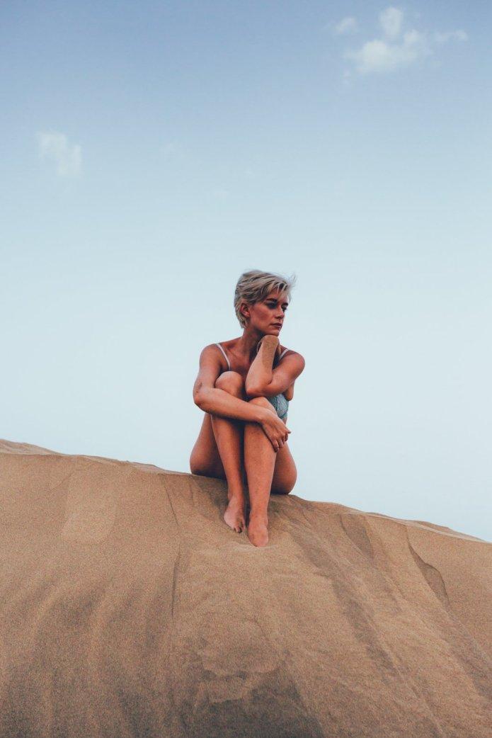 Mia auf den Dünen von Maspalomas / Gran Canaria