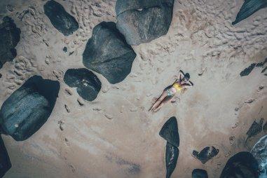 Drohnenschuss von Mia am Strand des Anantara Peace Haven Tangalle Resorts