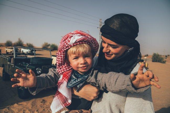 Mia und Neon in der Wüste