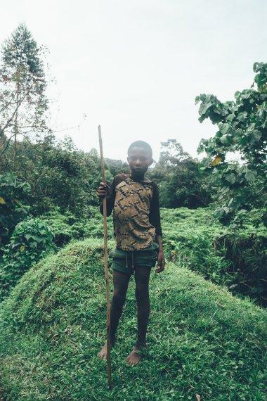 Junge im Bwindi Nationalpark
