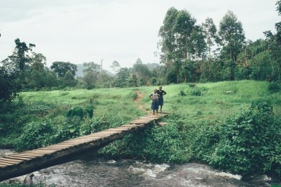 Kinder im Bwindi Nationalpark