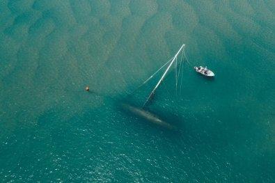 Gesunkenes Segelboot am Strand von Seventeen Seventy