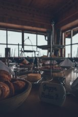 Frühstück auf der Zirbenhütte