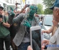 Копы задержали мужчину, который облил Шабунина зеленкой