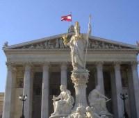 Отставка Штрахе является признаком демократии - посол Украины в Австрии