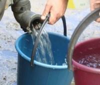 В Бахмуте подвозят воду в районы, где со вчерашнего дня отключено водоснабжение