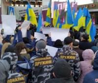 В Житомире представители Нацкорпуса и Нацдружин пытались перекричать Порошенко