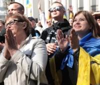 """Митингующие за """"языковой"""" закон приветствовали Филарета и Парубия аплодисментами"""