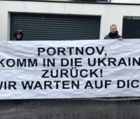 """""""Возвращайся в Украину"""": активисты пришли к дому Портнова в Вене"""