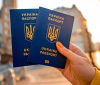 Гражданами Украины стали сестра Сенцова и экс-депутат РФ Пономарев