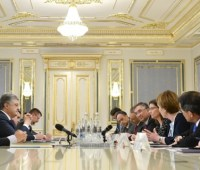 Порошенко попросил послов стран G7 и ЕС не ослаблять поддержку Украины