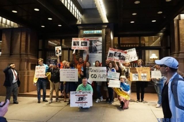 Активисты в Нью-Йорке выступили против концерта Гергиева