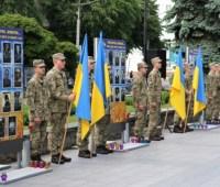 В центре Житомира установили 66 портретов погибших на Донбассе военных