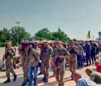 В Никополе простились с погибшим на Донбассе бойцом