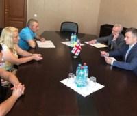 Кулеба в Грузии решает вопрос возвращения в Украину 10 детей