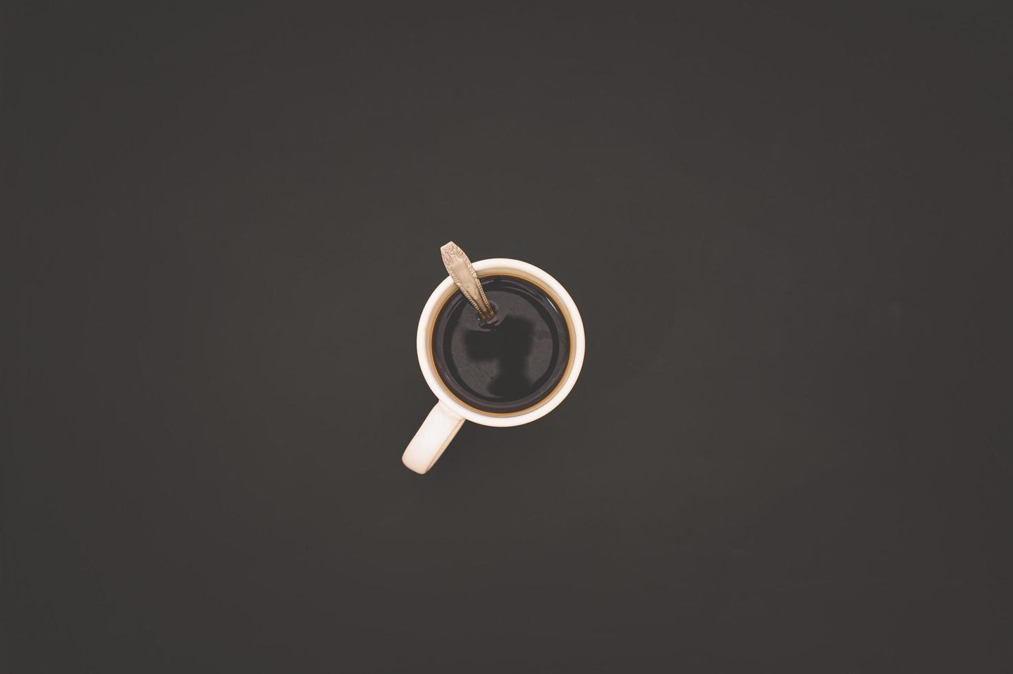 https fr vecteezy com photo 2004168 tasse a cafe sur la table vue de dessus