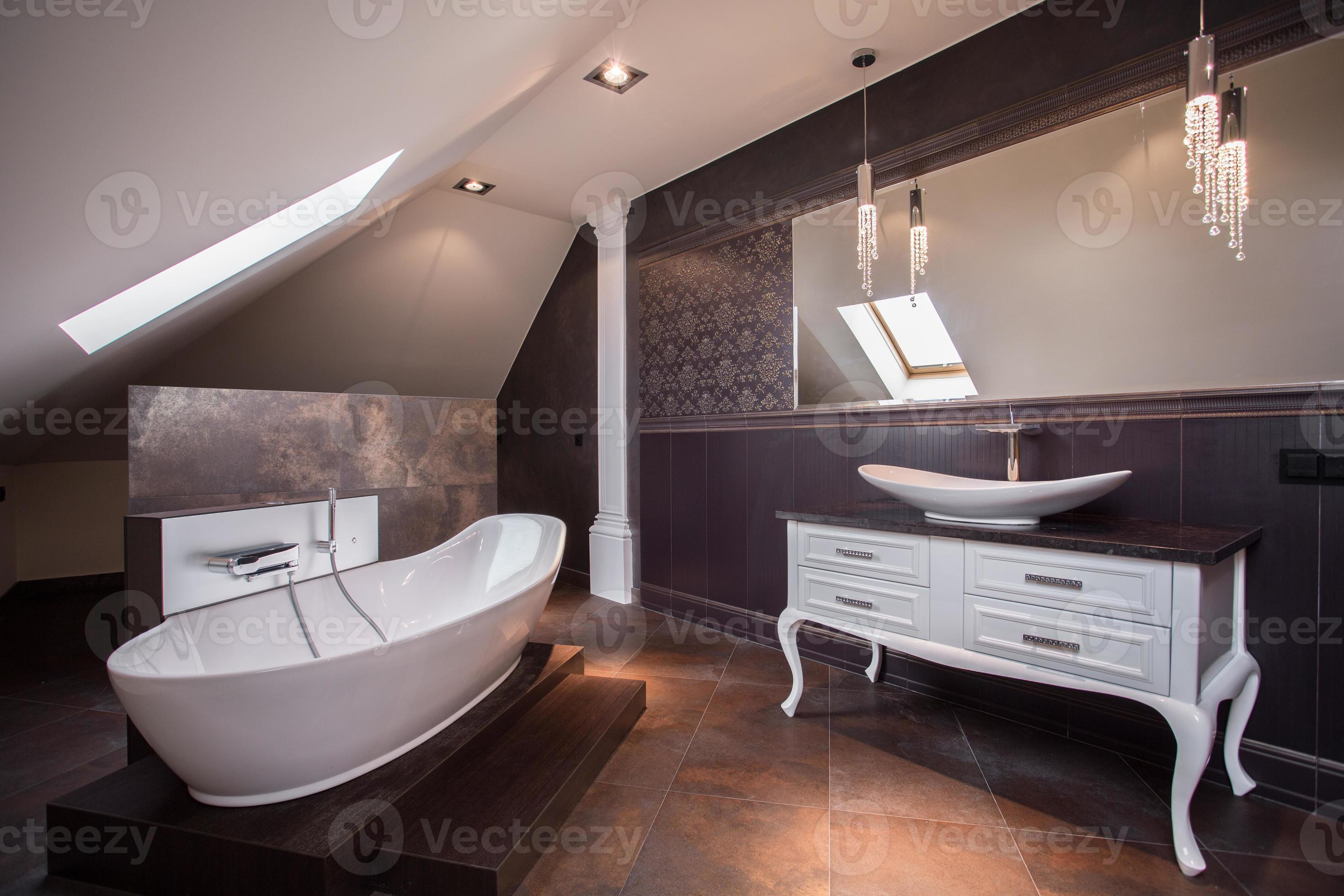 elegante salle de bain marron banque de