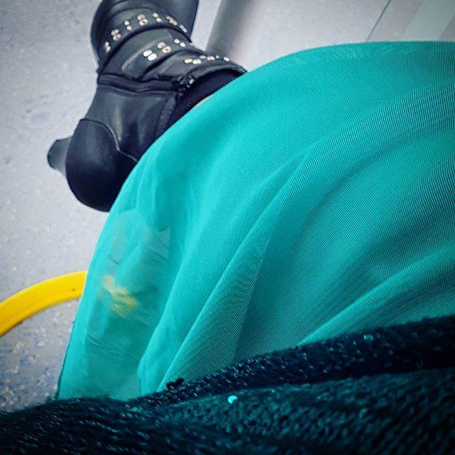 Just det, jag har såhära kläder på mig. Ville äntligen använda denna klänningen. Hittade inte de något bekvämare skorna. #hurskadettagå #viddefin #viddegoeshighheels
