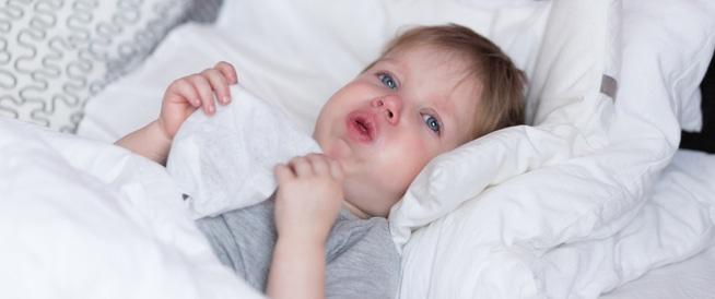 4 أنواع مختلفة من كحة الطفل هذه معانيها ويب طب