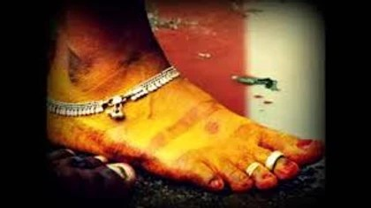 women applying turmeric to her feet. Turmeric on feet.