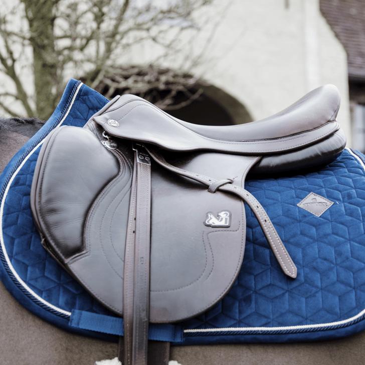 tapis de selle velvet bleu marine kentucky horsewear demivolte