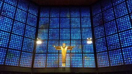 Wnętrze hali obok Kościoła Cesarza Wilhelma wBerlinie