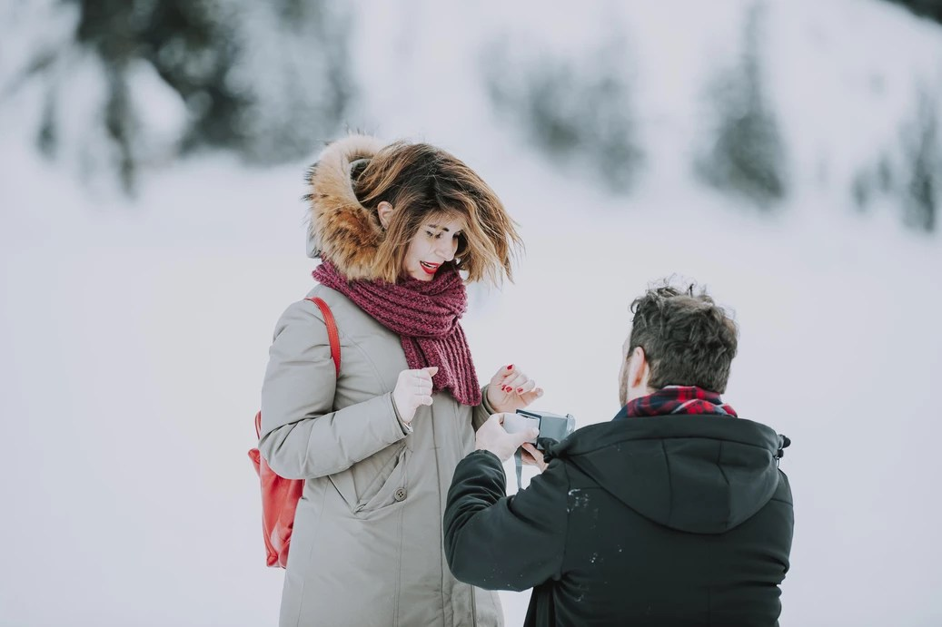 Winter Wonderland Wedding Proposal - Lago di Braies - The Dolomites
