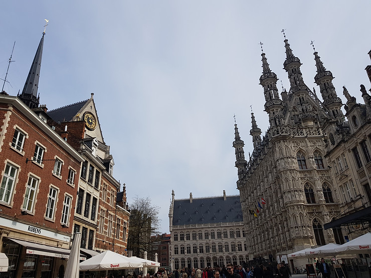 que visitar en belgica ciudad de leuven lovania plaza arquitectura