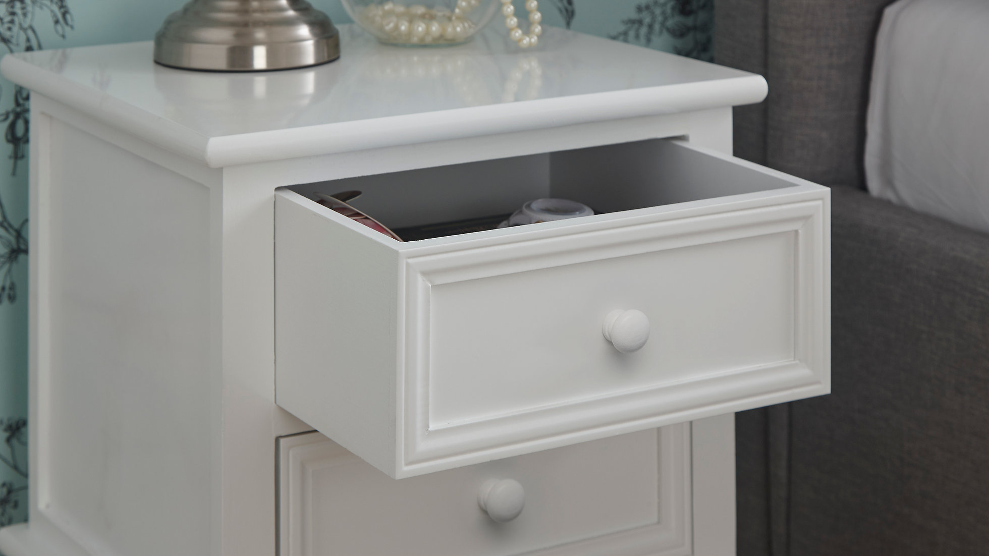 Twin Set White Victorian Style Contemporary Shabby Chic Bedside Tables