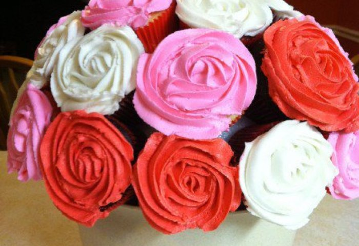 White Bowl Rose Cupcake Bouquet 1dz