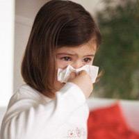 Trẻ bị sổ mũi cần được chăm sóc đúng cách (Ảnh minh họa)