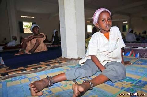 Nhiều trẻ bị xích chân trong trường đào tạo chiến binh của tổ chức Hồi giáo bị chính phủ Somalia truy quét gần đây