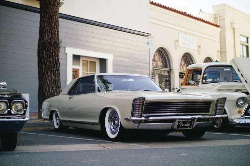 carro antigo estacionado