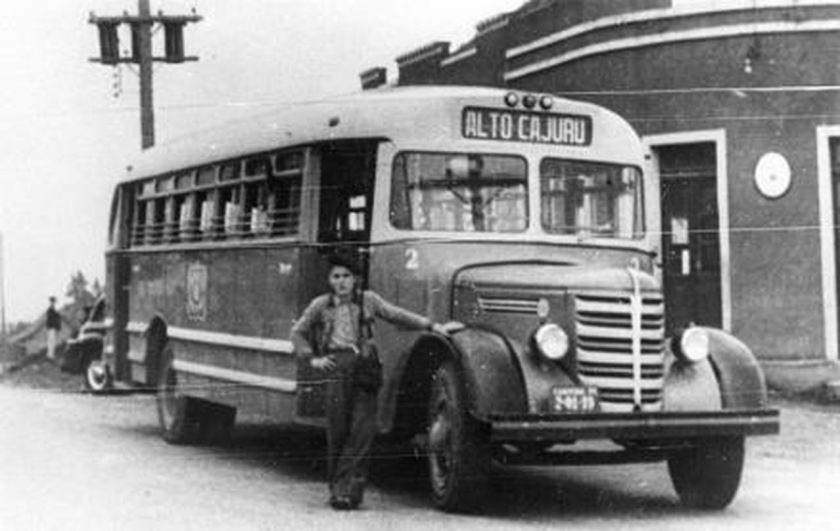 primeiro onibus de transporte coletivo publico de curitiba 1950