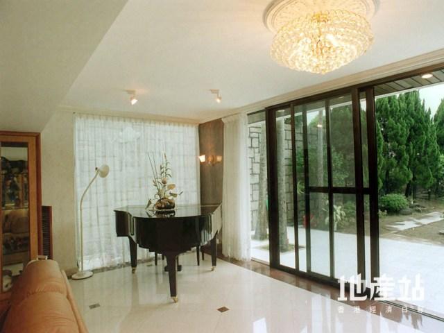 乾濕沙鋪工相對較好,惟鋪磚範圍不適合擺放鋼琴,包括直身琴及三角琴之類的重型物件。