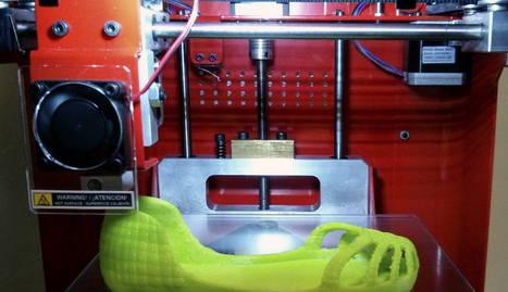 Fabricación de unas zapatillas con este tipo de impresoras.. EFE